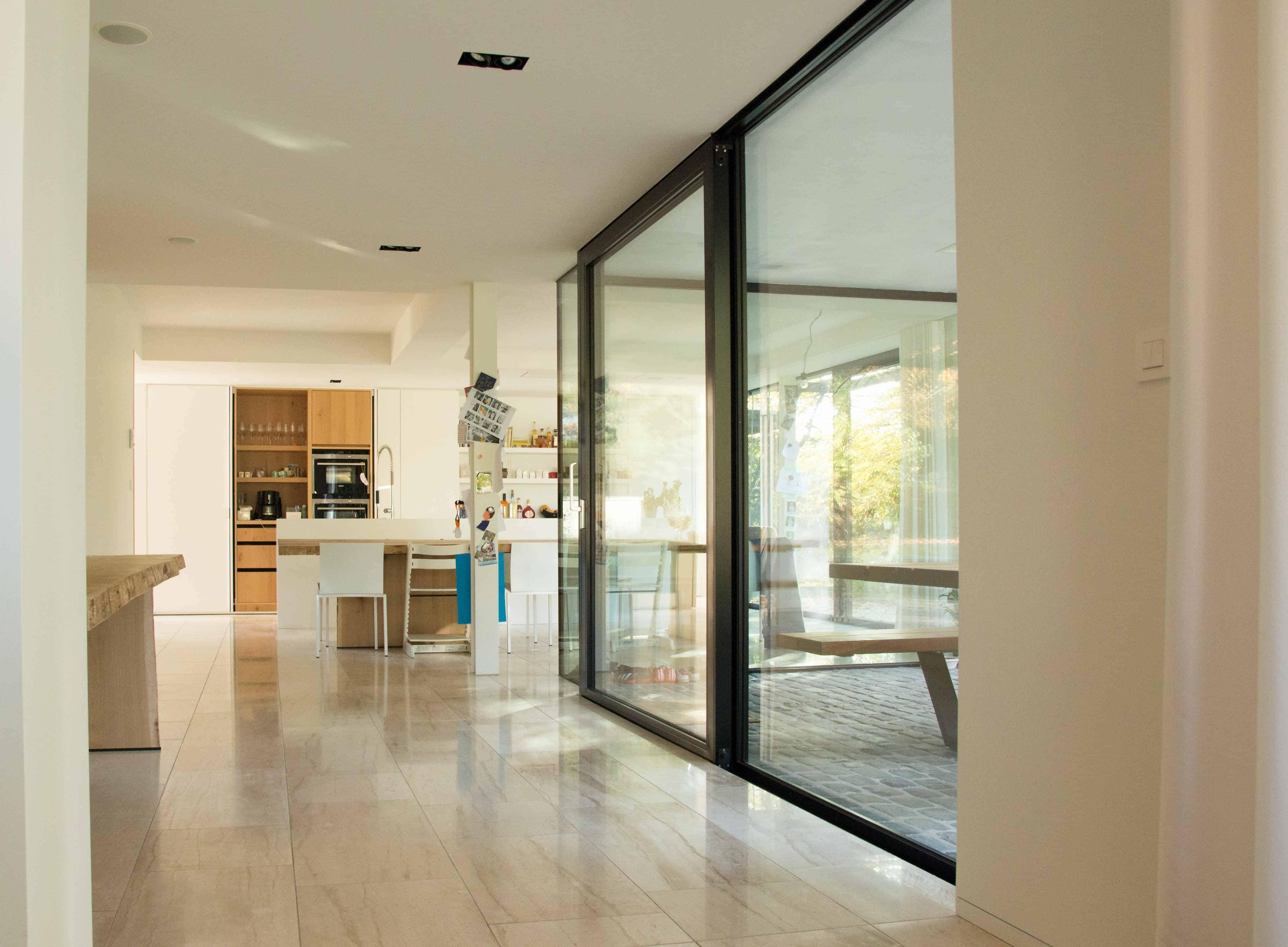 Villa zicht op keuken