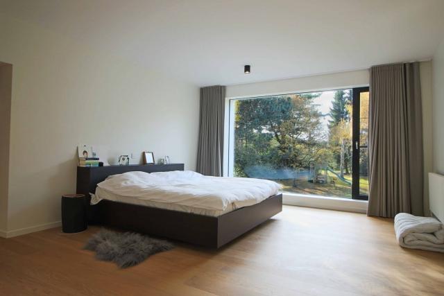 Interieur foto grote slaapkamer in villa